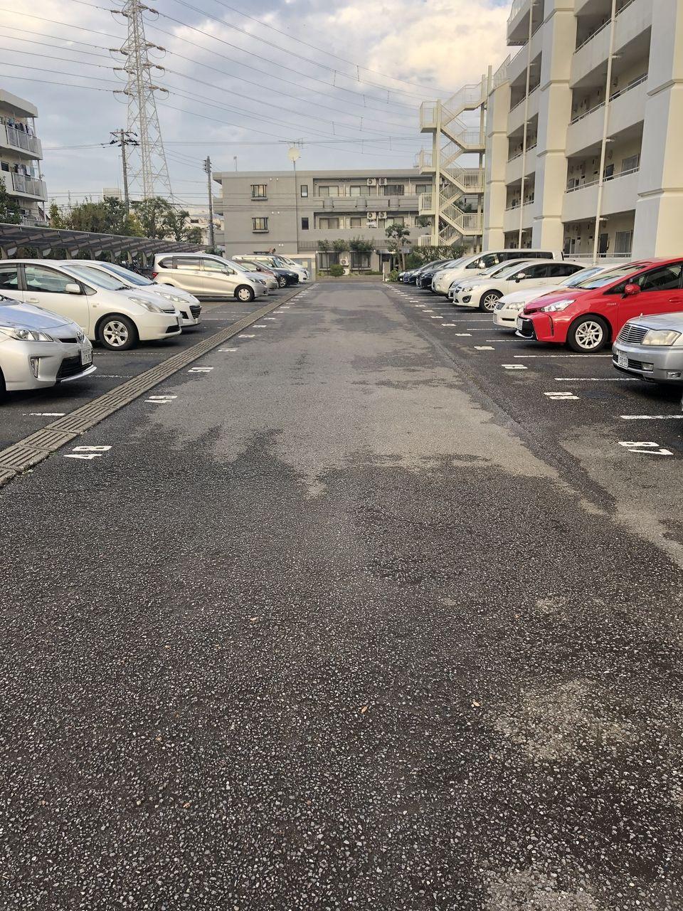 行徳ニューハイツの駐車場