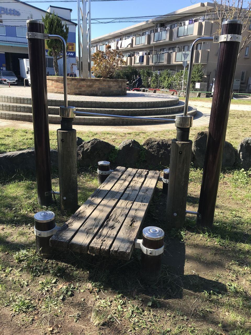 行徳の福栄公園の鉄棒のような遊具