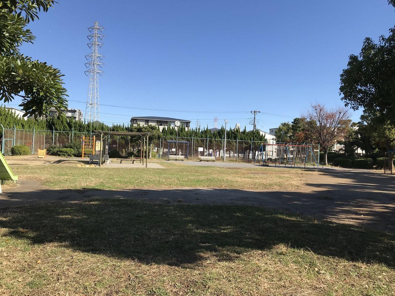 行徳の塩焼中央公園の広場