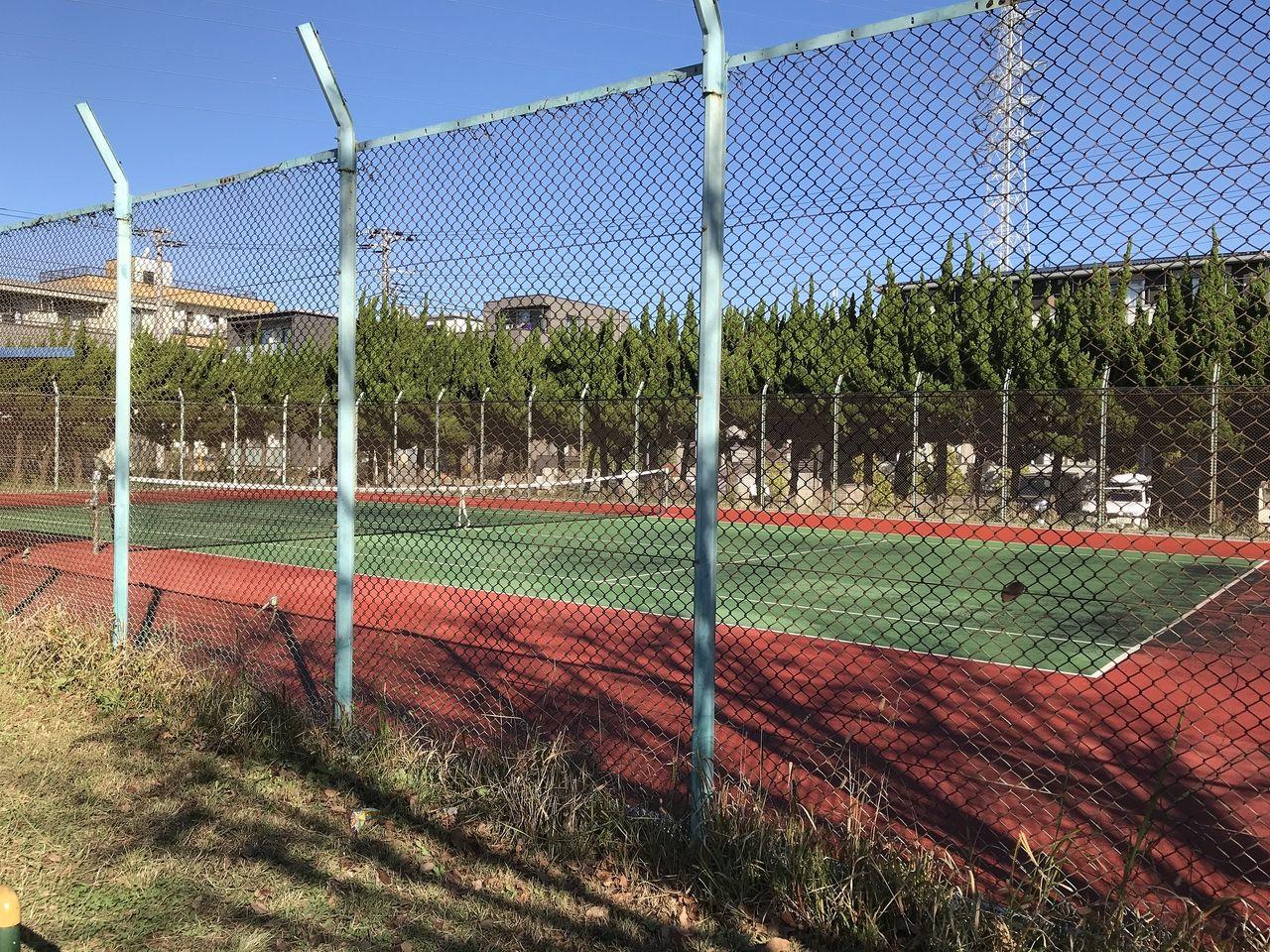 行徳の塩焼中央公園のテニスコート