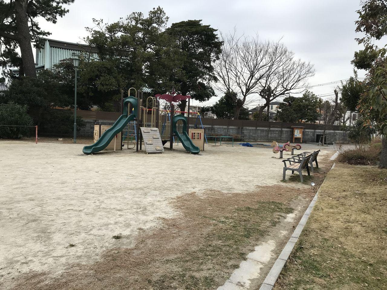 行徳の寺町公園の遊具