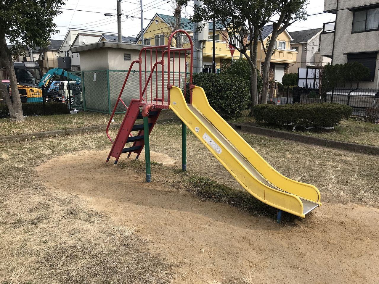 行徳の三町畑公園のすべり台