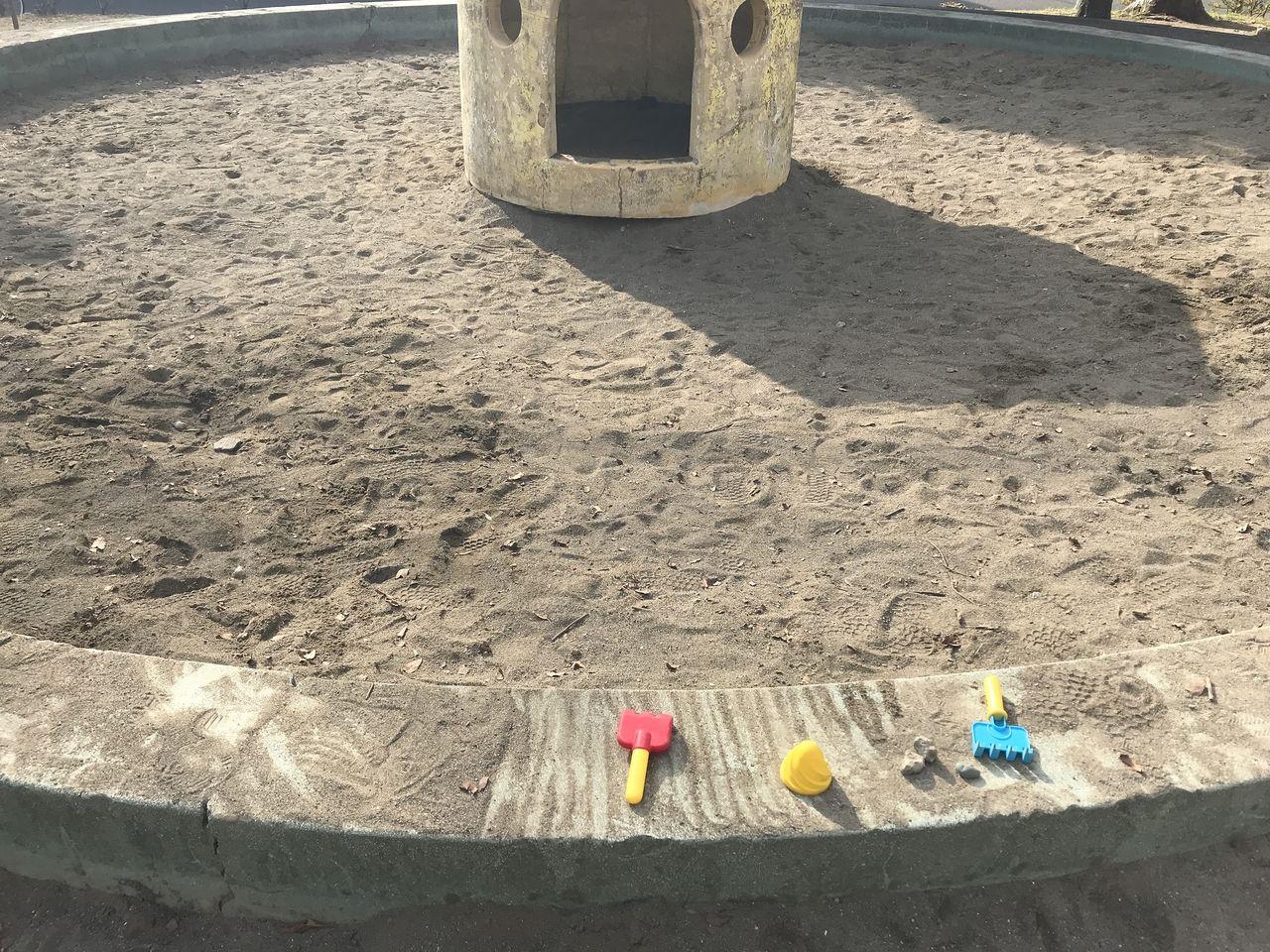 南行徳の満世公園の砂場の忘れ物