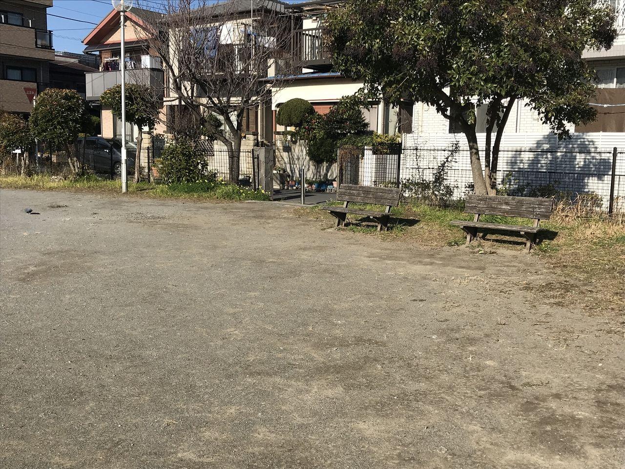 行徳の西浜公園の普通のベンチ