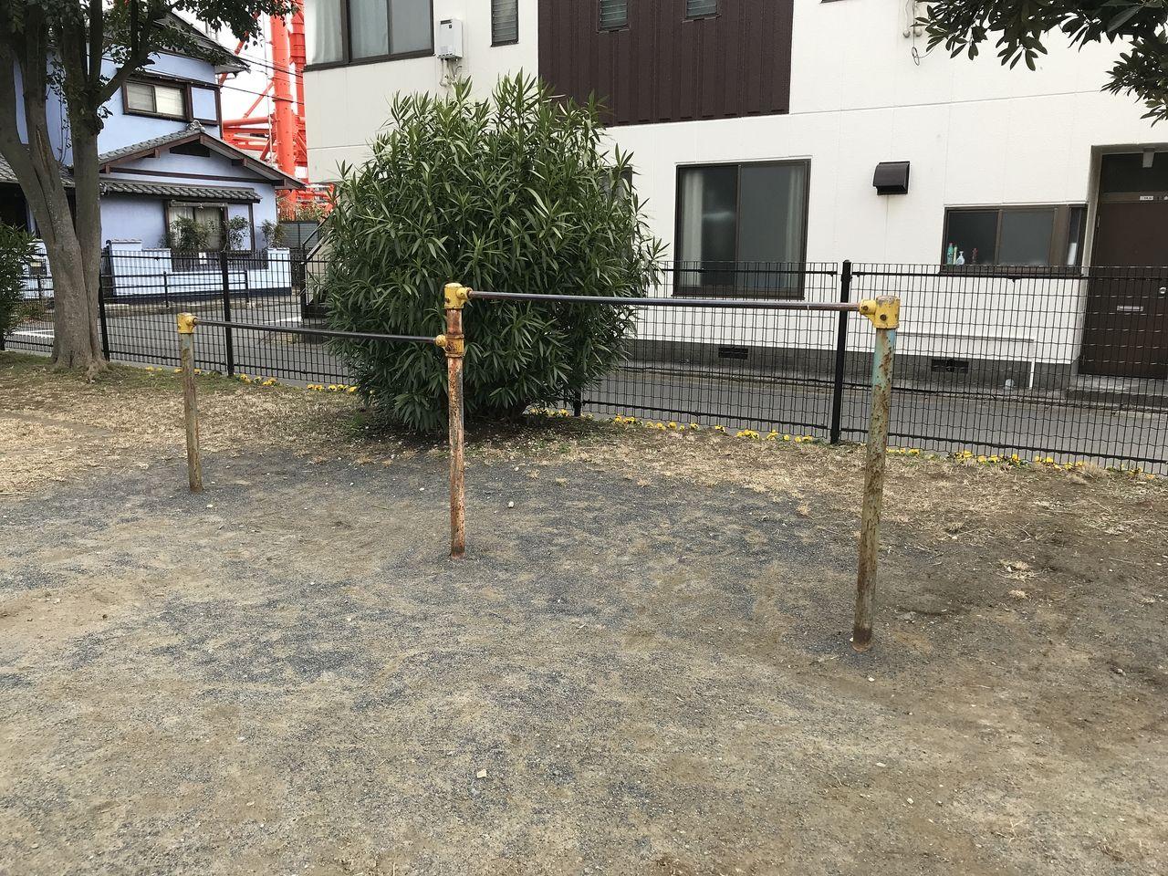 行徳の南浜公園の鉄棒