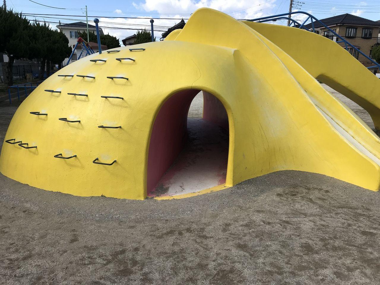 行徳の上道公園の象の形の遊具の洞窟