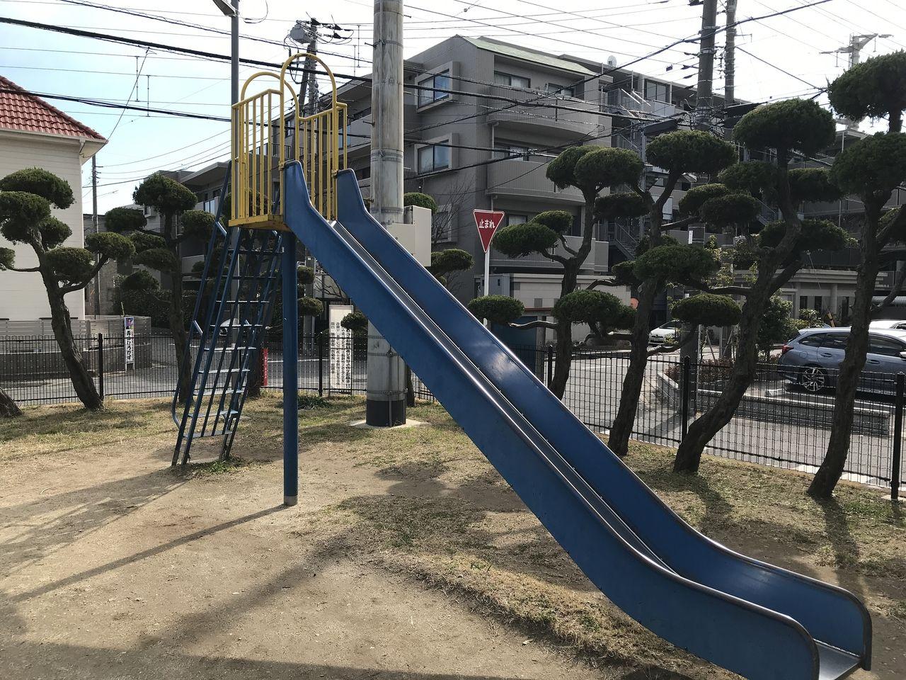 行徳の神輿公園のすべり台