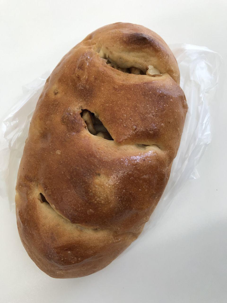 南行徳のNIKI BAKERYのクルミとレーズンのパン