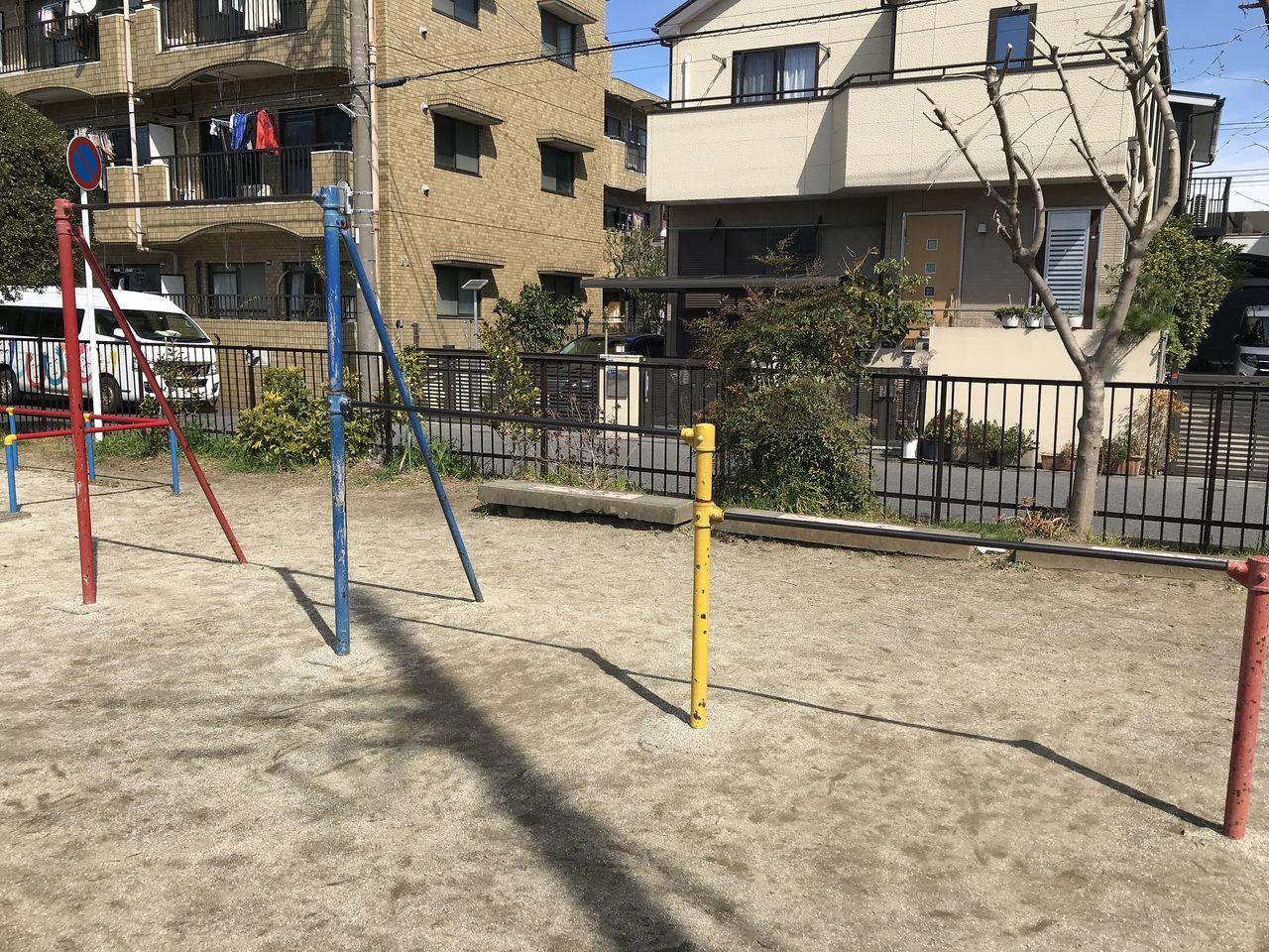 南行徳の蟹田公園の鉄棒