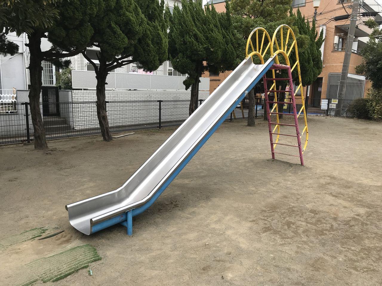 行徳の下道公園のすべり台
