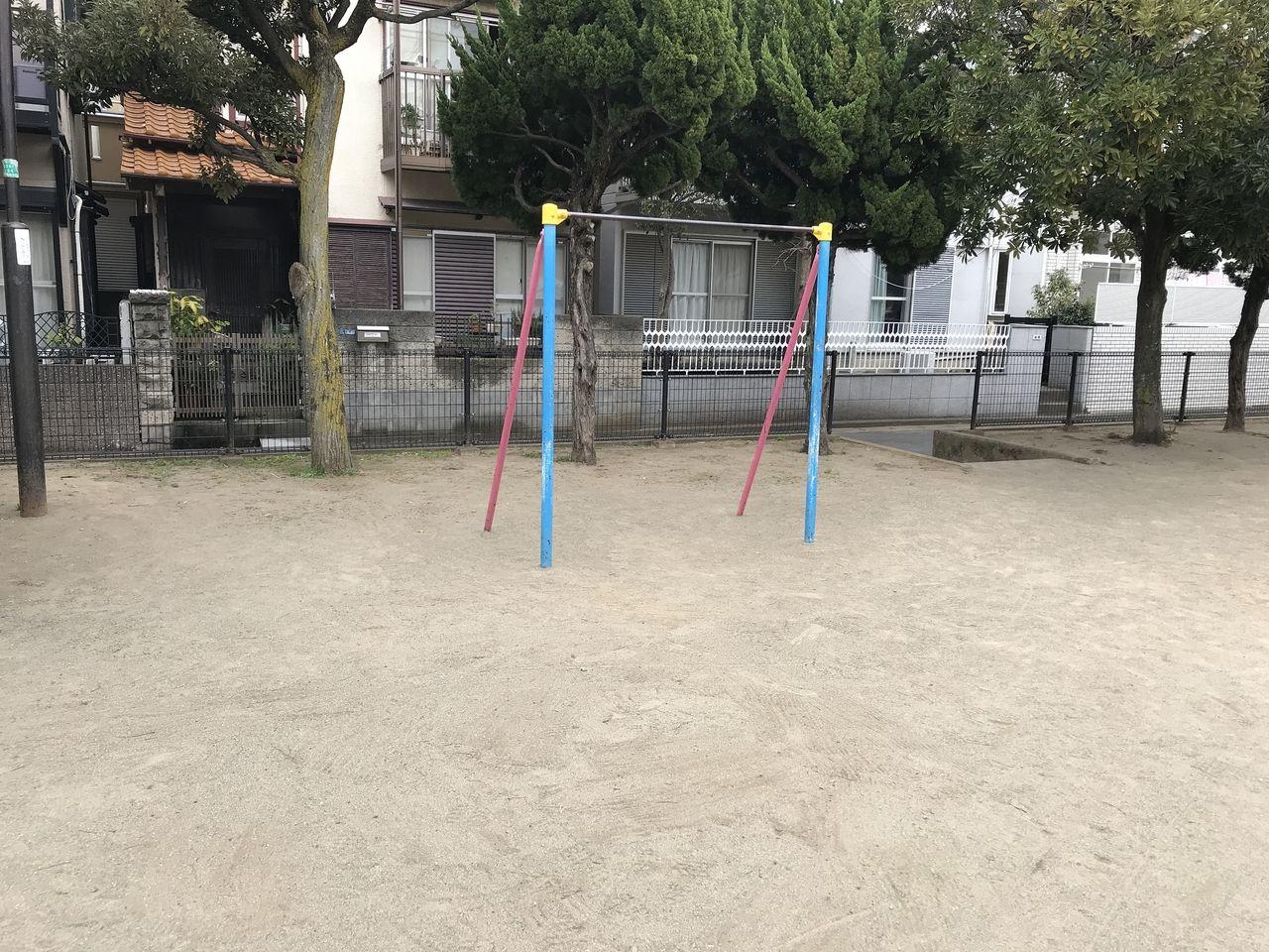行徳の下道公園の鉄棒