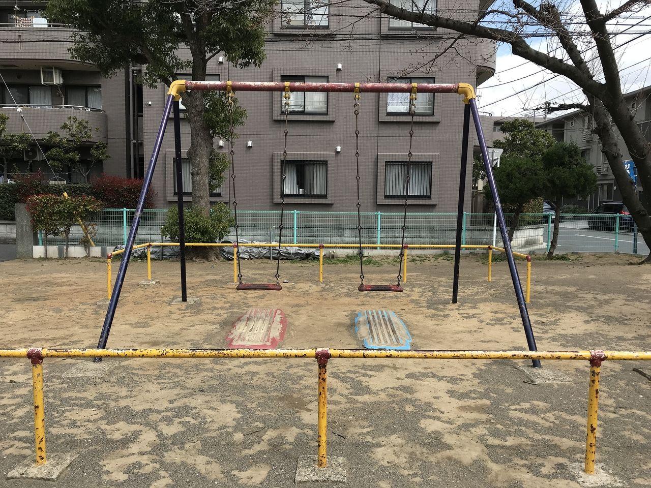 南行徳の湊新田公園のブランコ