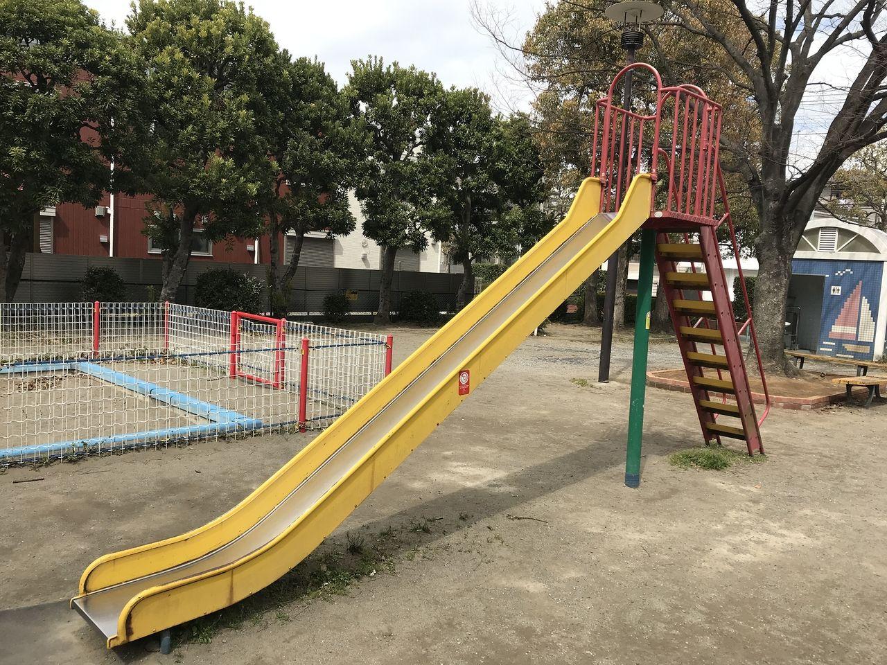 南行徳の新中宿第3児童公園のすべり台