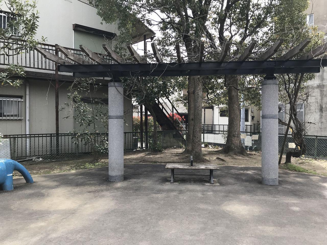南行徳の新中宿第3児童公園のベンチ