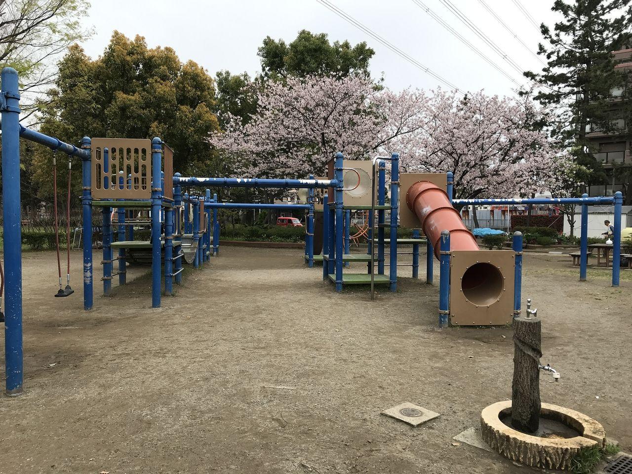 南行徳の東海面公園の複合遊具