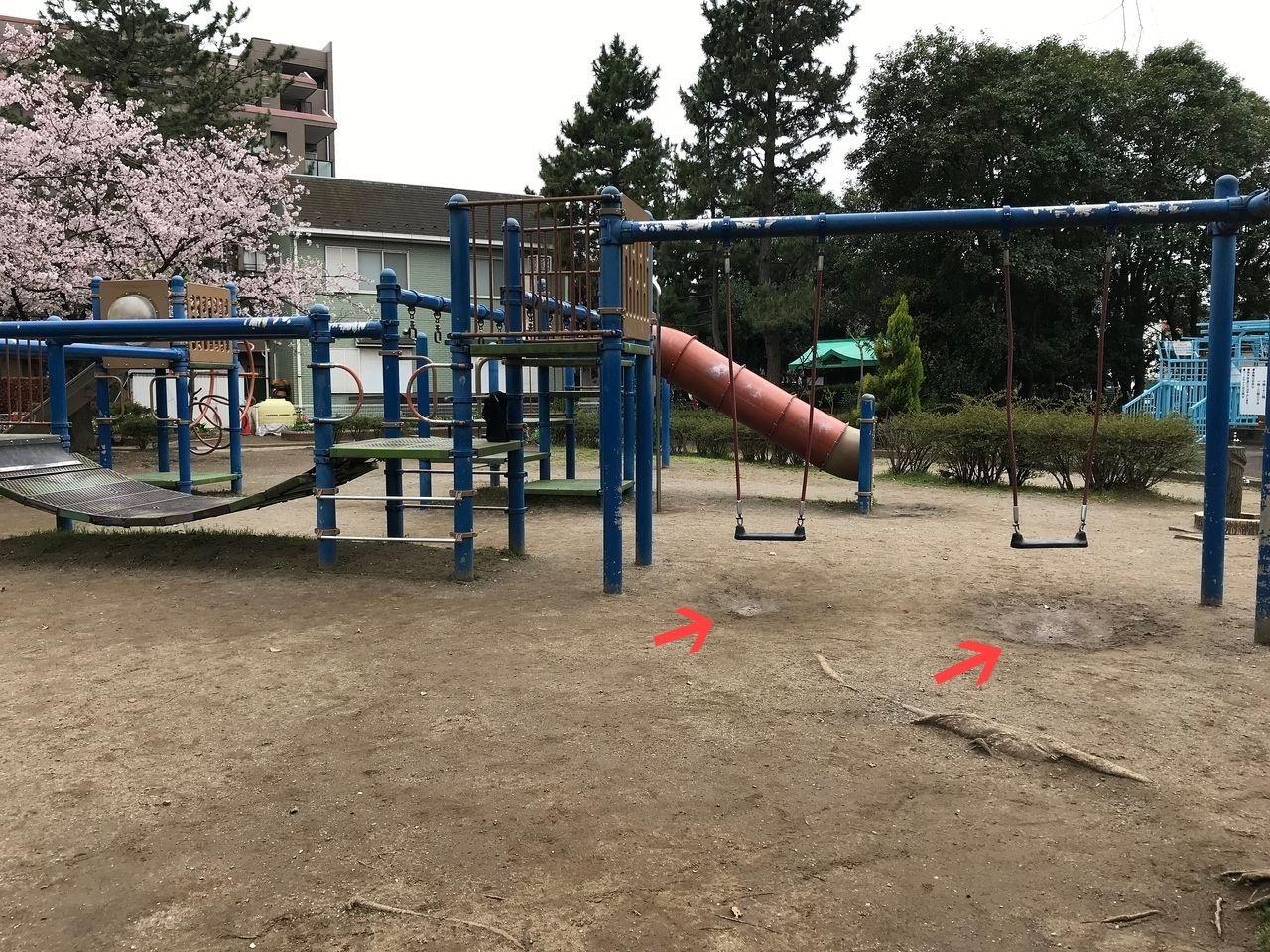 南行徳の東海面公園の複合遊具のブランコ