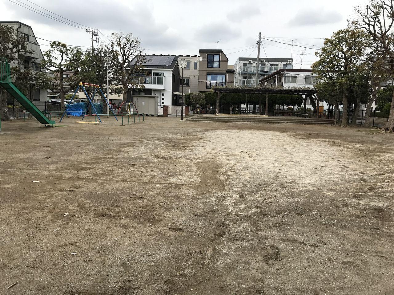 南行徳の新浜公園の広場