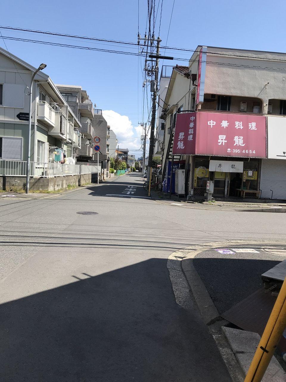 行徳の昇龍の通りから見たお店