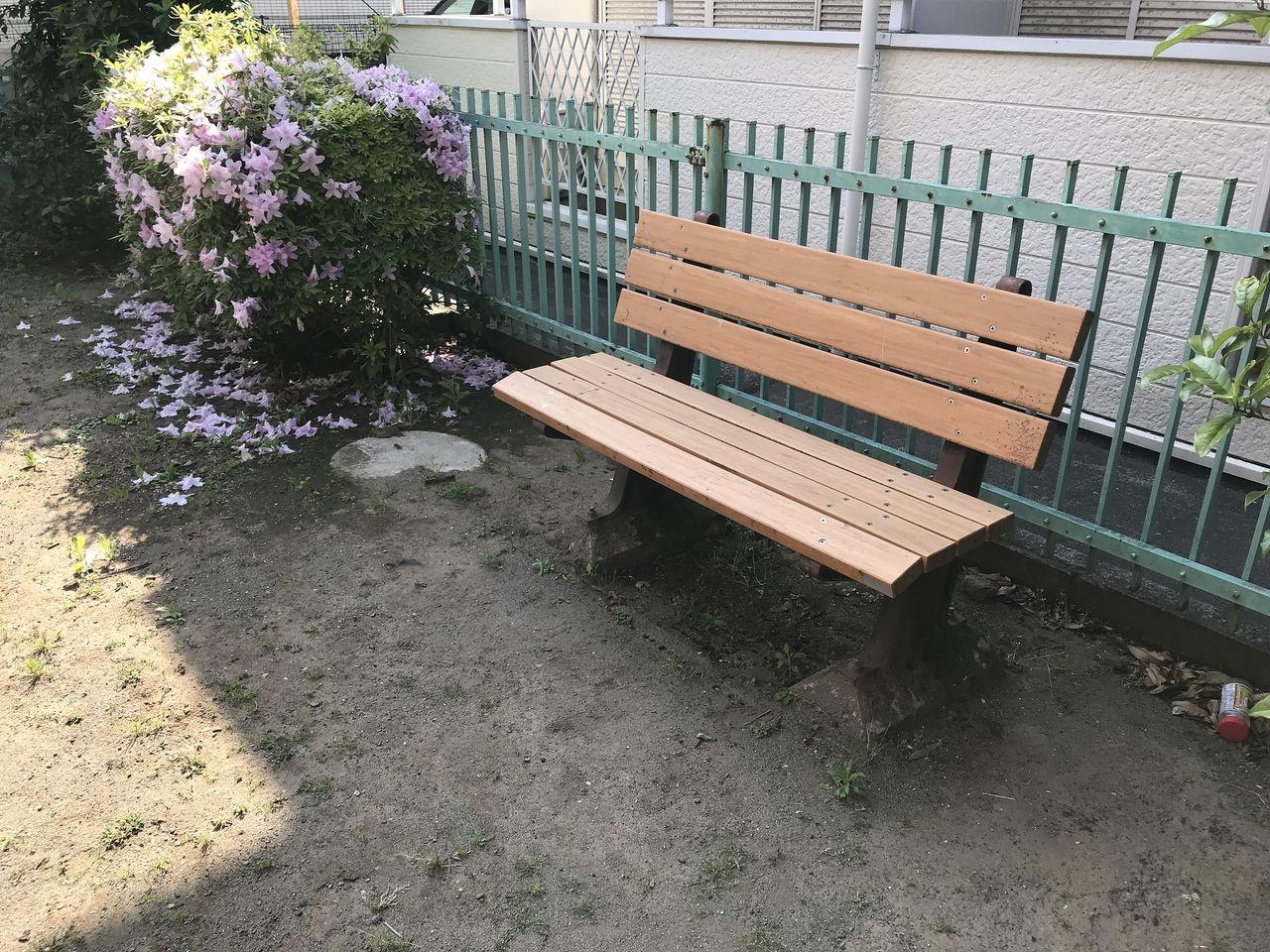 行徳のもくせい公園のベンチ