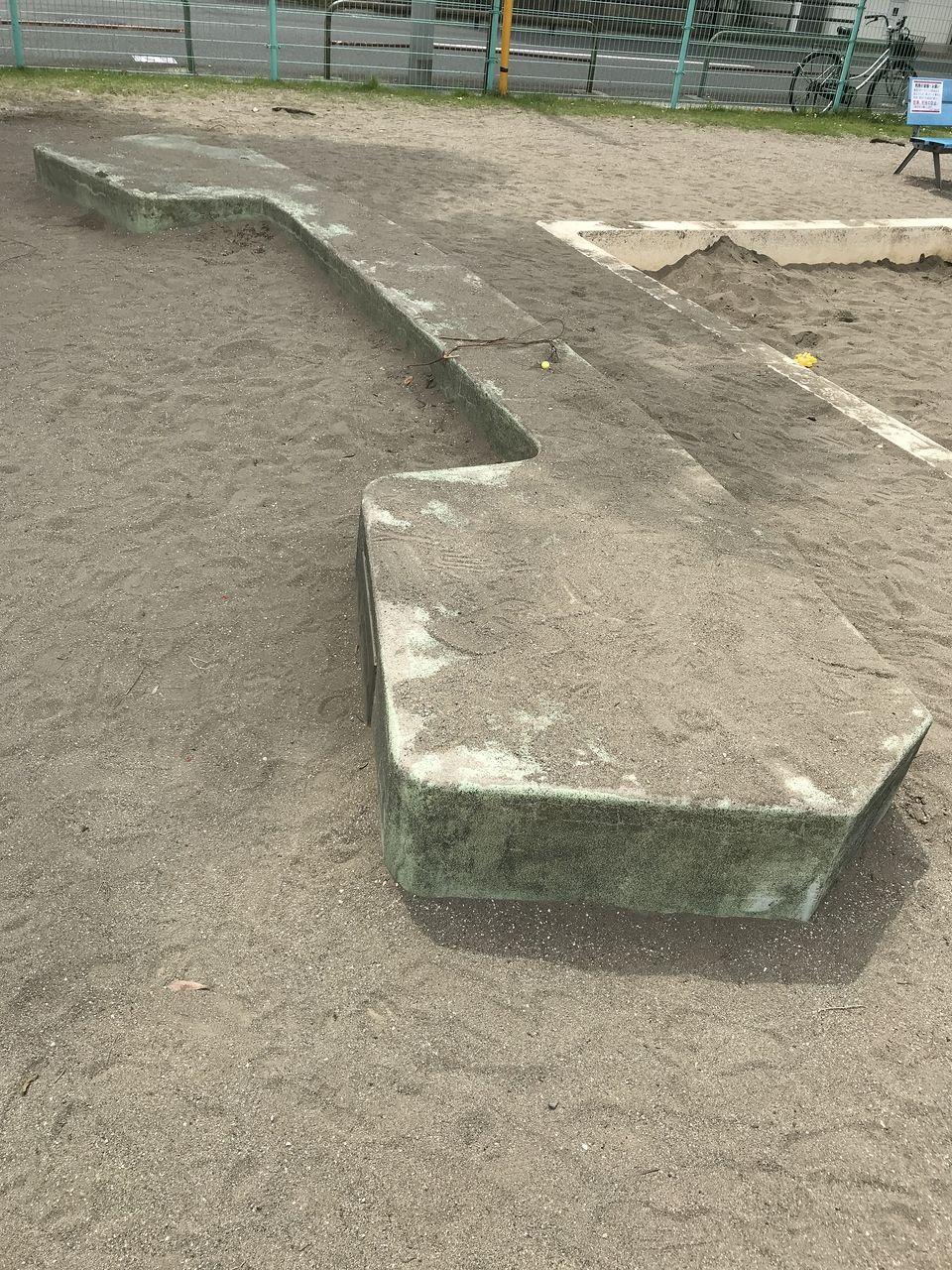 行徳の南沖公園の受話器式ベンチ