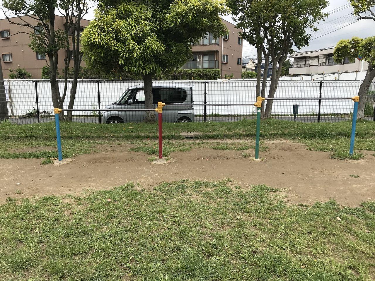 行徳の押切公園の鉄棒