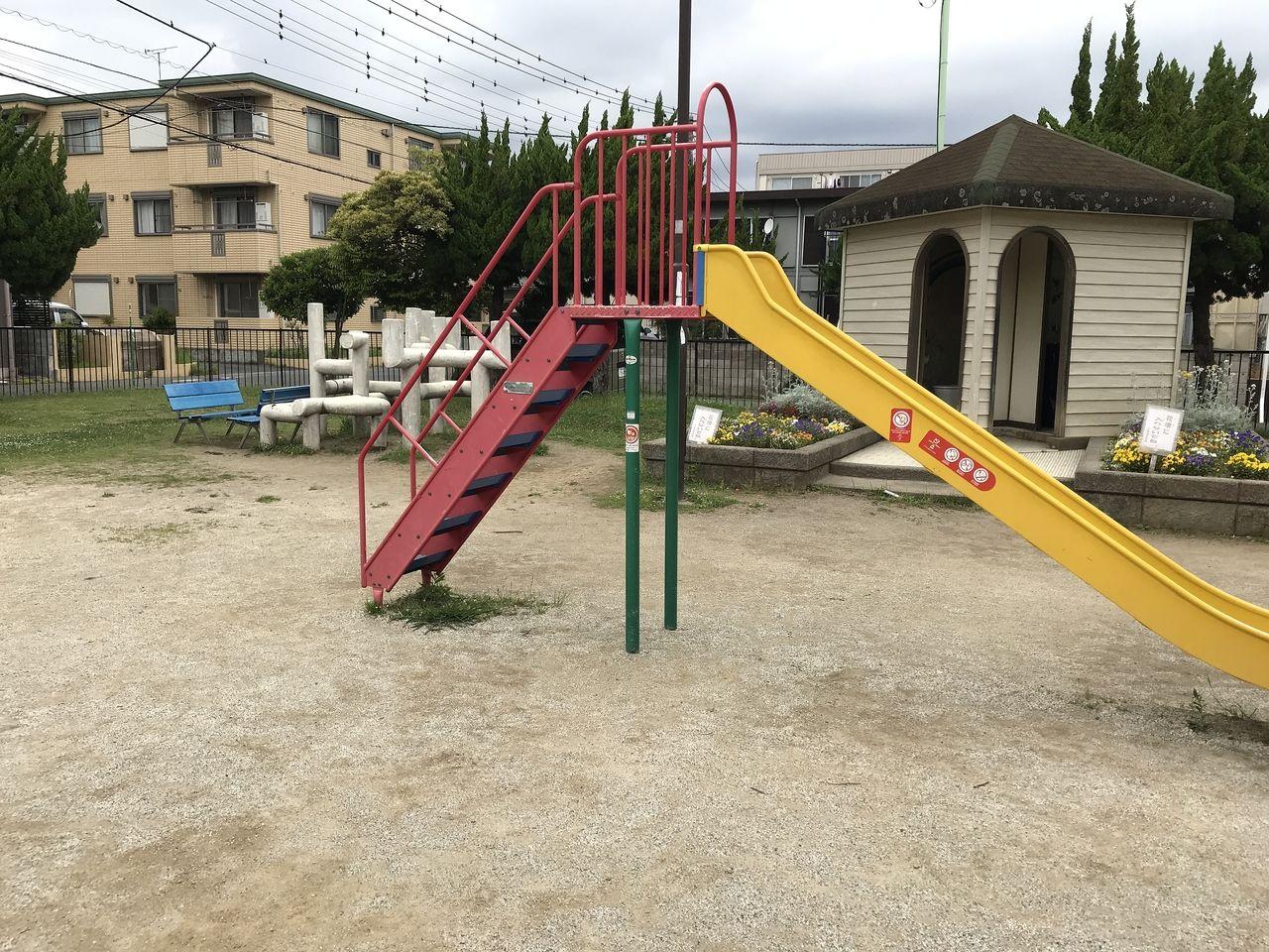 妙典の新宿前公園のすべり台