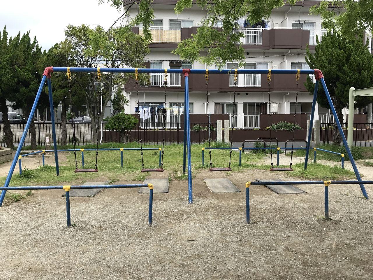 妙典の新宿前公園のブランコ