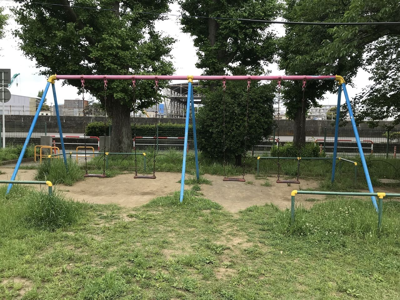 行徳の行徳児童公園のブランコ