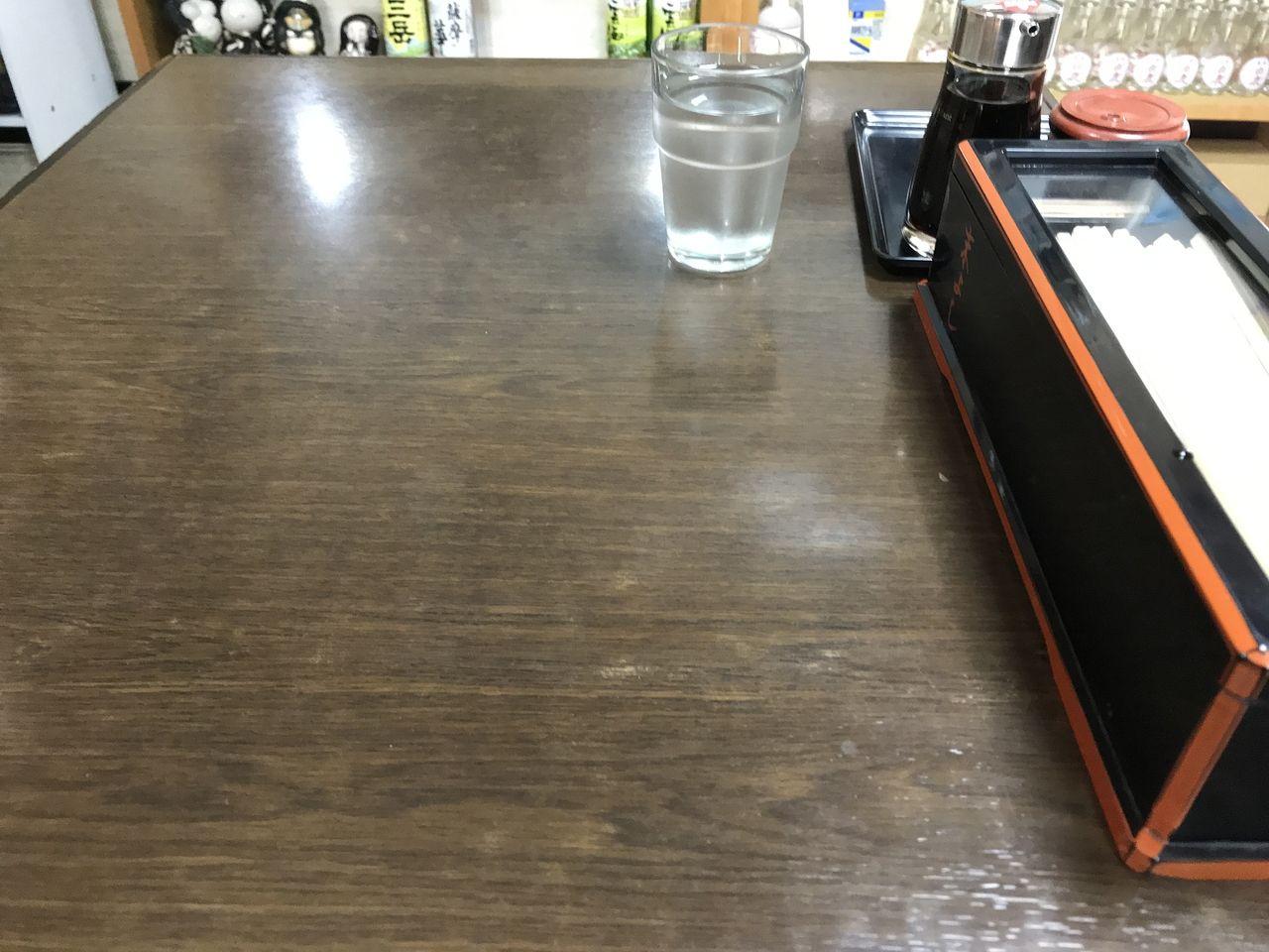 南行徳の末よしのテーブル