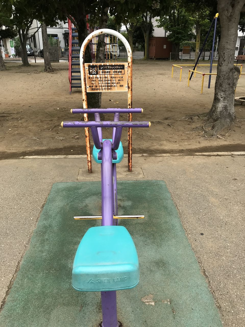 南行徳の東場公園のレッグストレッチャー