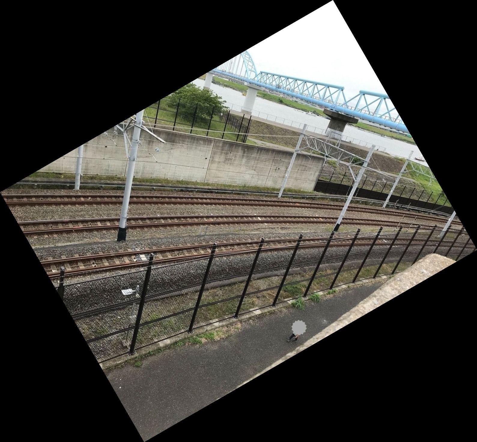 妙典にある妙典公園の橋から見える東西線の引込線