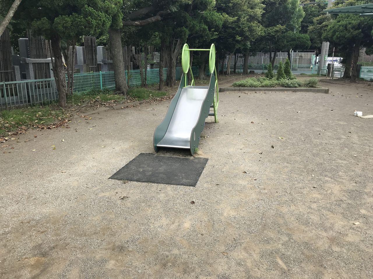 妙典の元新田公園のすべり台