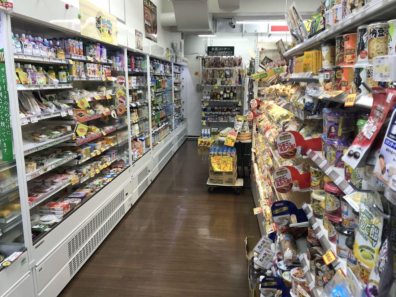 行徳のプラザアオノ薬局の食品売り場