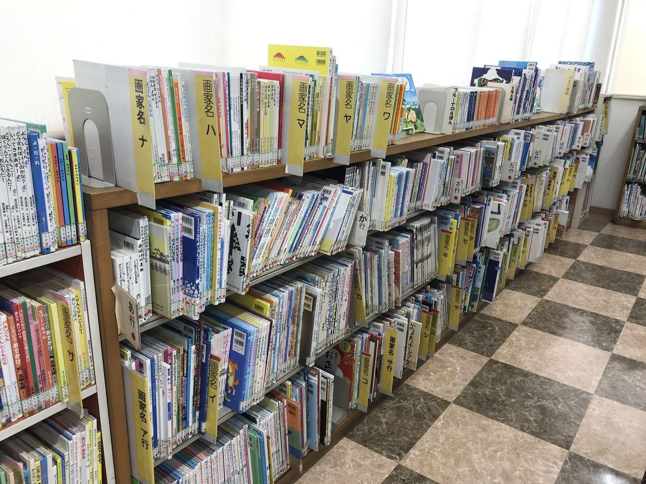 南行徳図書館の絵本のコーナー