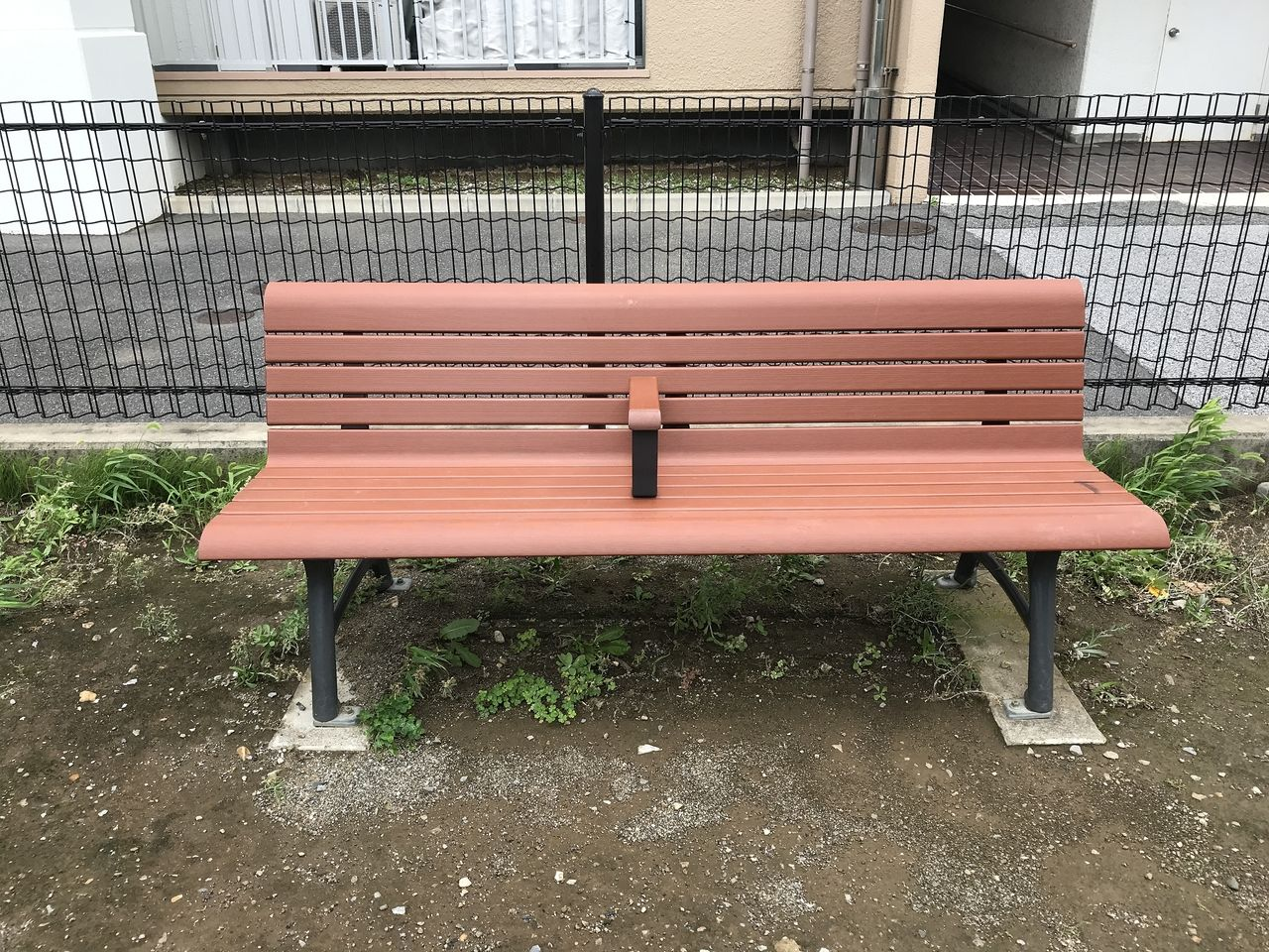 南行徳の今井橋公園の新しいベンチ