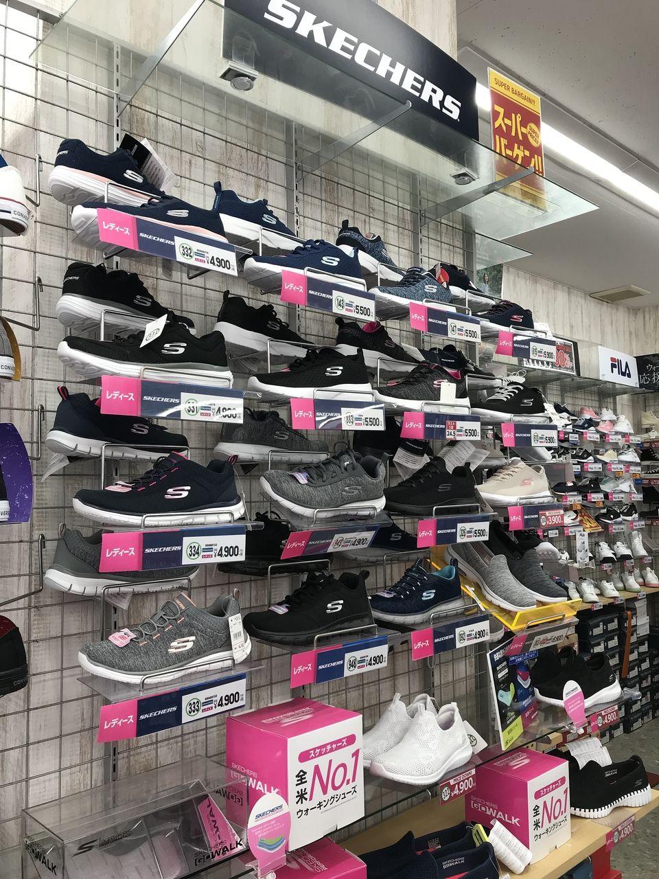 行徳の東京靴流通センターのスケッチャーズコーナー