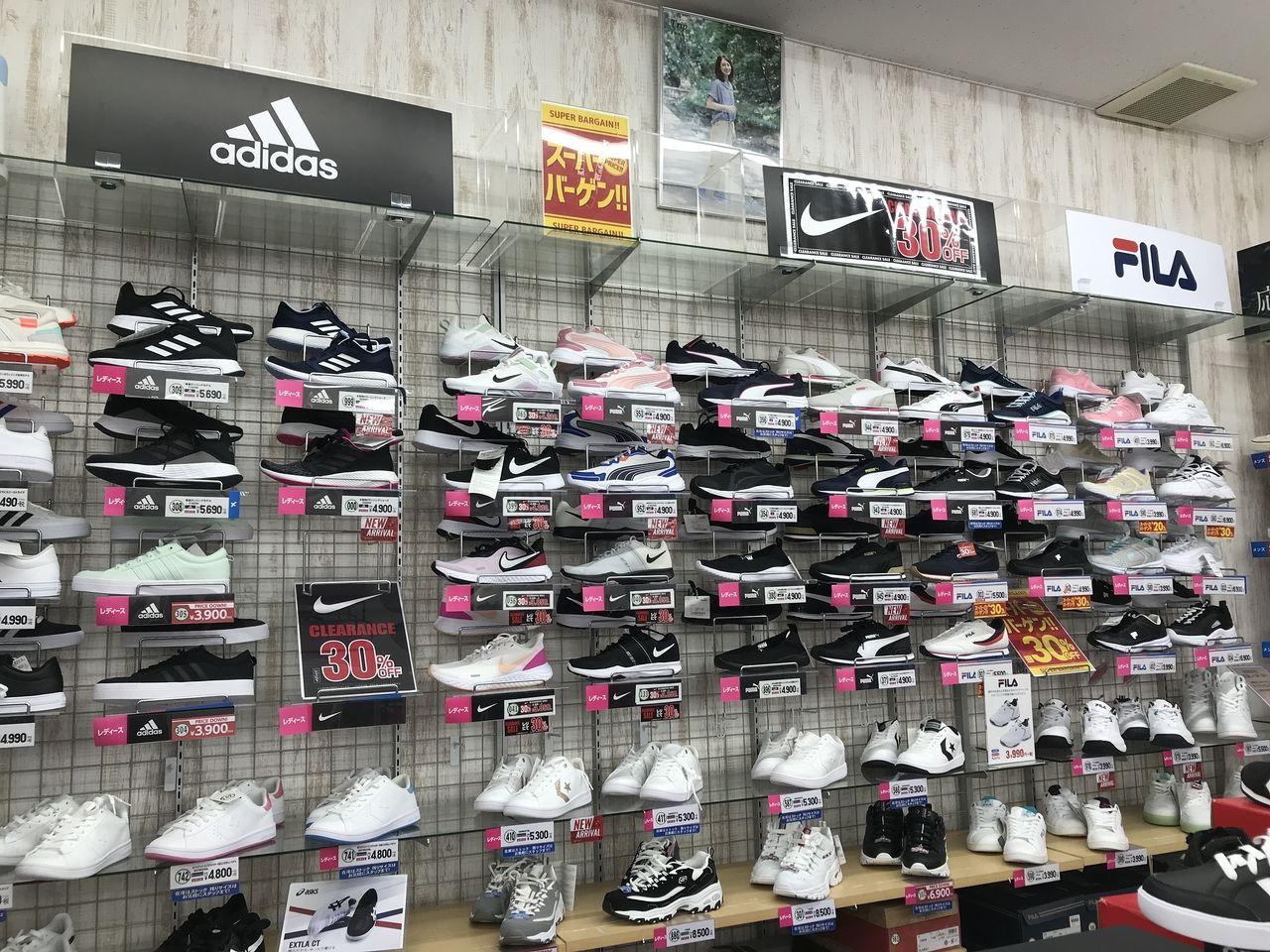 行徳の東京靴流通センターのブランドスニーカー