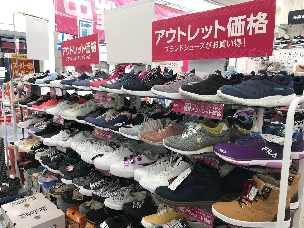行徳の東京靴流通センターの婦人用スニーカー