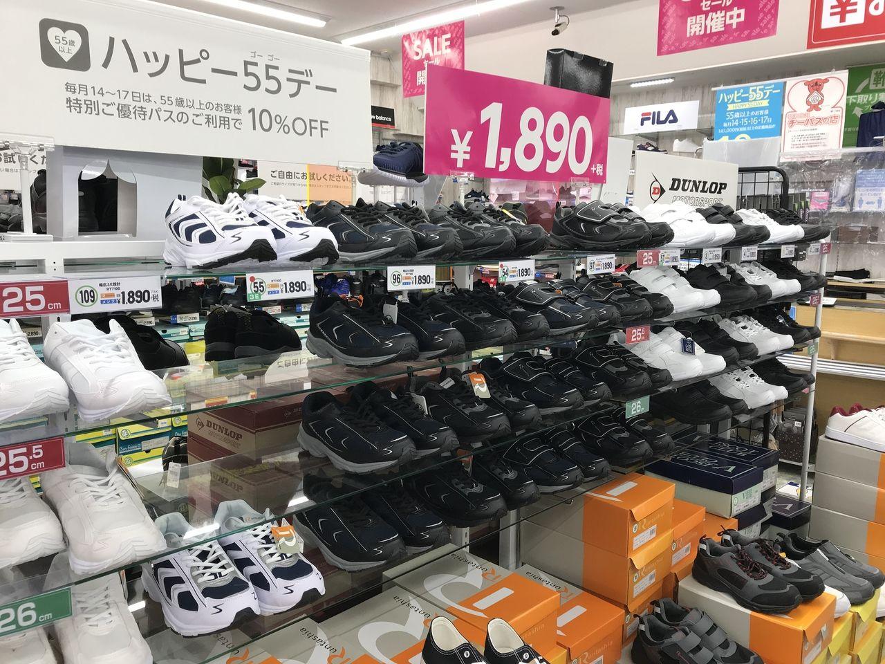 行徳の東京靴流通センターの紳士用スニーカー