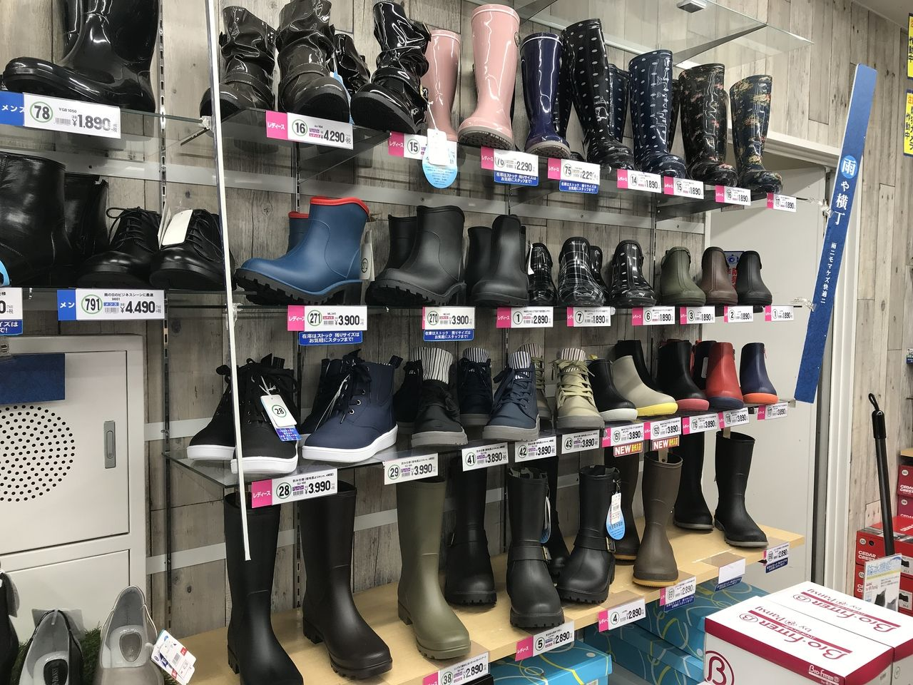 行徳の東京靴流通センターのレインシューズ