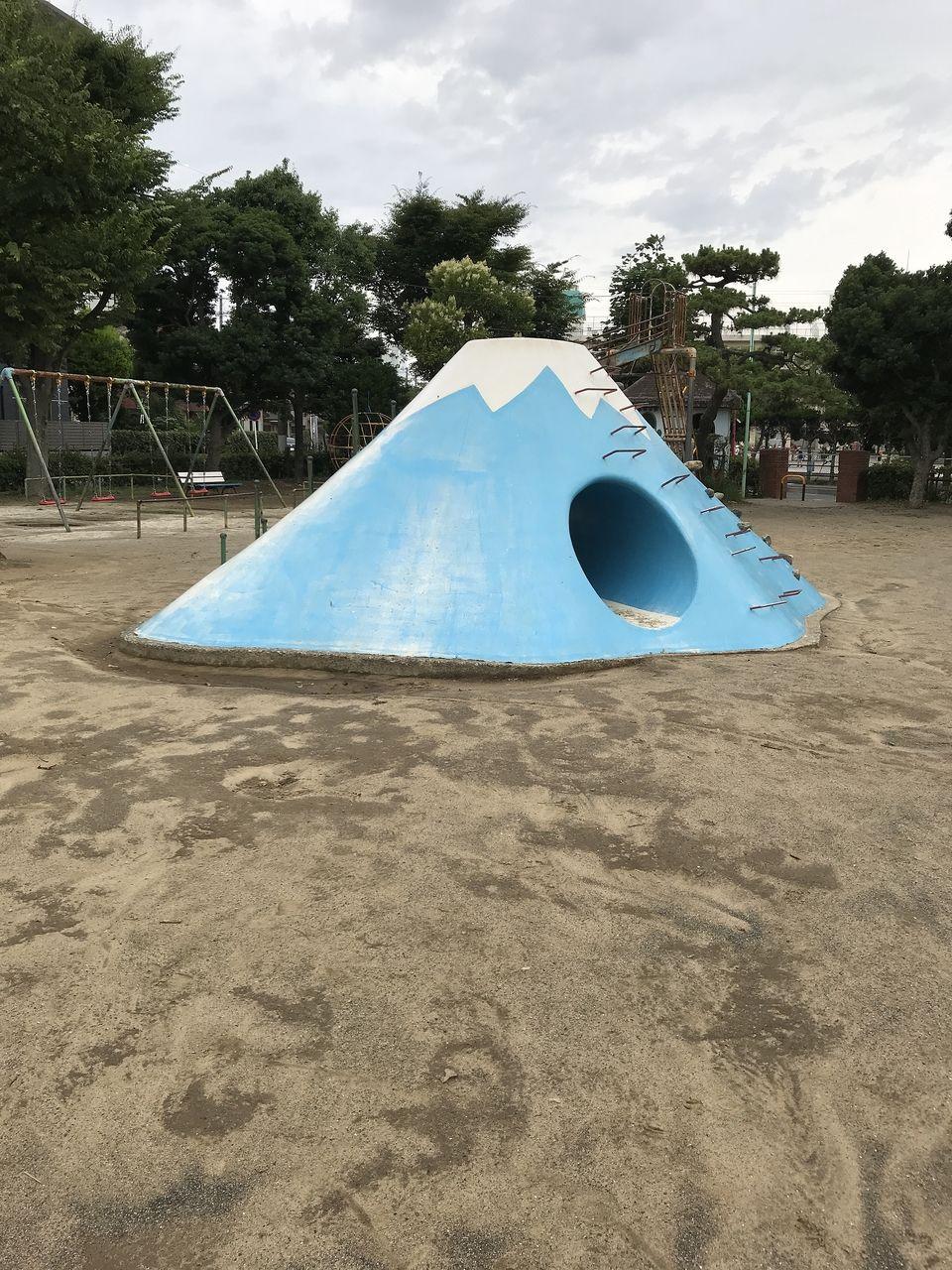 行徳の東根公園の富士山すべり台