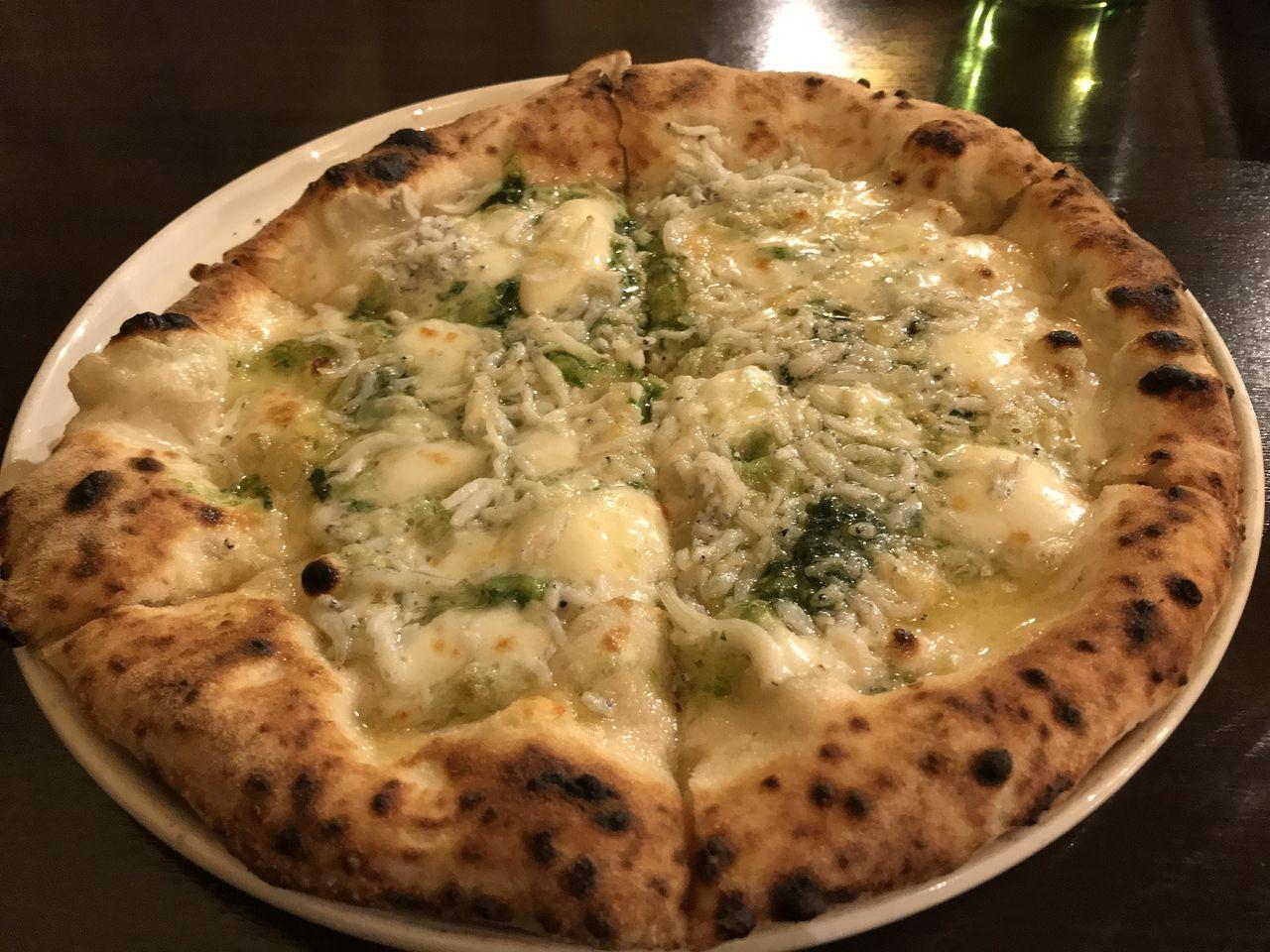 イチロウティカベルナのしらすと青のりのピザ
