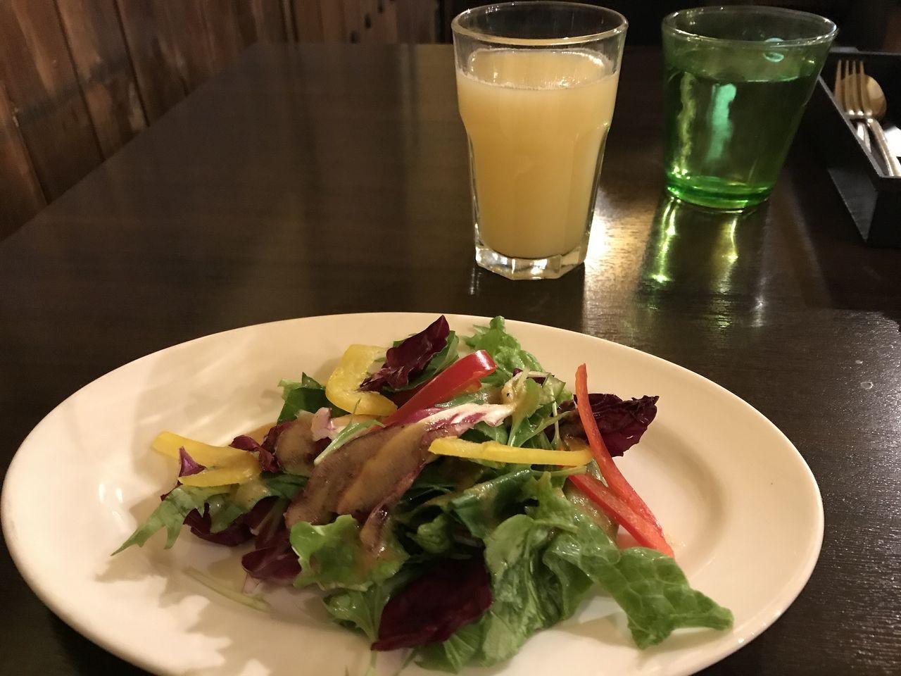 イチロウティカベルナのランチサラダとドリンク